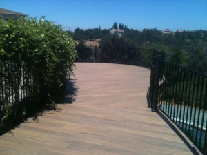 Curved Hill Side Deck with Rounded Railing 3